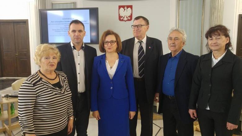 Delegacja Starachowic z Wojewodą Świętokrzyskimw przerwie konferencji - Sejm RP Sala Kolumnowa